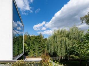 In de bekende wijk Prins van Oranje, hedendaagse, kubusvormige villa gebouwd in 2011, op een diep terrein van ± 2.300 m². Het huis heeft e