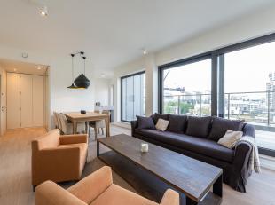 In het hart van de Europese wijk, dicht bij de Europese instellingen en Schumann, volledig gemeubileerd penthouse met twee slaapkamers van ± 11