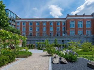 In het centrum van Brussel, in de onmiddellijke nabijheid van de Zavel en het Egmontpark, een licht appartement van ± 260 m² op de vierde