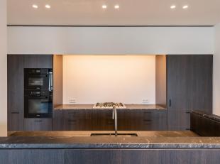 Op een beboste laan, in het hart van Brussel, appartement op de derde verdieping volledig gerenoveerd met hoogwaardige materialen, met een oppervlakte