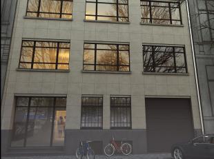 Op een beboste laan, in het hart van Brussel,<br /> appartement op de vijfde verdieping volledig gerenoveerd met hoogwaardige materialen, met een oppe