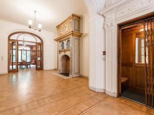 A proximité du Bois de la Cambre, dans un clos privé et sécurisé, Hôtel particulier construit en 1927 avec une belle