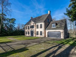 Gelegen in een rustige residentiële wijk, villa van ± 445 m² met een grote tuin van ± 2.000 m².<br /> De villa bestaat ui