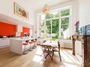 A deux pas du Châtelain et de l'Avenue Louise, maison rénovée de ± 500 m² et son jardin.<br /> La maison se compose au