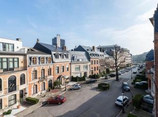 Luxe appartement gelegen op de tweede en derde verdieping met terrassen, in het privé en veilig afgesloten Bossquare. Het ligt in de buurt van