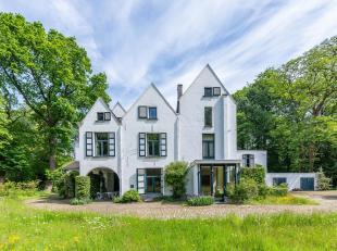Situé dans un quartier résidentiel verdoyant et calme, magnifique domaine 'Missenburg', datant du 16e siècle et entouré d'