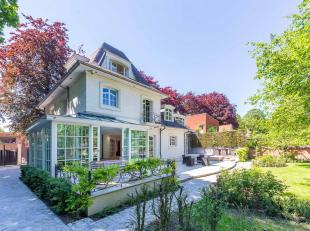 Gelegen nabij park Den Brandt, stijlvolle woning van ± 1.200 m² , op een terrein van ± 2.900 m². Volledig gerenoveerd in 2008