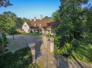 Gelegen in een groene en residentiële omgeving, sfeervolle villa met een bewoonbare oppervlakte van ± 450 m² op een domein van &plusm