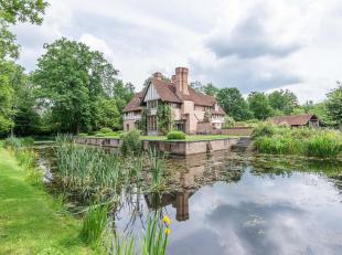 Gelegen in een groene en residentiële omgeving, sfeervolle villa met een bewoonbare oppervlakte van ± 480 m² op een domein van &plusm