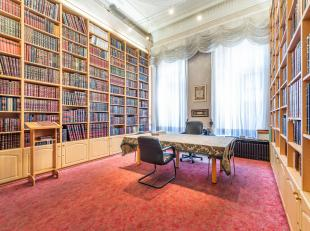 Gelegen in de nabijheid van de Belgiëlei en het Groen Kwartier, authentiek herenhuis van ± 752 m² met een tuin van ± 150 m&sup