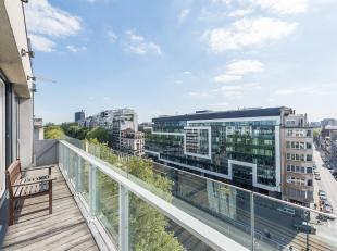 Aan de Louizalaan, in een recent gebouw, licht ingericht penthouse met een oppervlakte van ± 149 m² met twee terrassen van ± 16 m&s