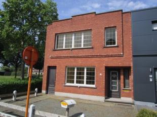Te renoveren woning in gesloten bebouwing met zijingang van 1957 met een<br /> perceeloppervlakte van 287 m². Gelegen in het centrum van Herentho