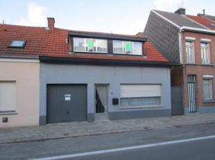 Te renoveren woning met zijingang. De woonst heeft een perceeloppervlakte van 231 m². Gelegen in het centrum van Berlaar. Op korte afstand van wi