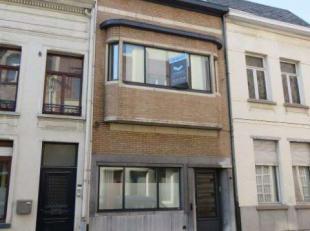 Karaktervolle, gerenoveerde woning met 3 slaapkamers. Zeer gunstig en centraal gelegen. Op wandelafstand van alle voorzieningen als winkels, scholen,