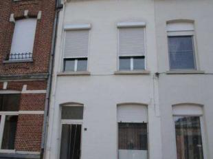 Volledig te renoveren woning in het centrum van Lier. Gelegen in een enkelrichtstraat en op op korte afstand van de Grote Markt, Ring ....<br /> Alle