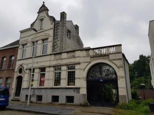 Het Hof den Draaiboom, een meesterwoning door de familie Wouters gebouwd in de eerste helft van de negentiende eeuw, is gelegen aan de rand van de sta
