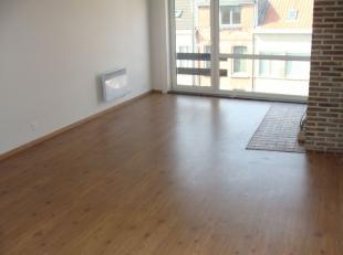 Klein gerenoveerd appartement met 1 slaapkamer op de tweede verdieping. INDELING: Living, nieuwe keuken, vernieuwde badkamer, slaapkamer, klein terras