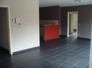 Appartement gelegen op de eerste verdieping. Lift aanwezig in gebouw. Mogelijkheid tot huren van een ondergrondse garagebox. INDELING: Inkomhall met a