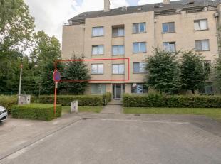 Appartement is gelegenop de eerste verdiepingin een doodlopende straat nabij het centrum van Herentals. Dit appartement beschikt over zeer veel lichti