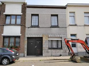 Deze woning is gelegen in een rustige buurt vlakbij openbaar vervoer, supermarkten, uitvalswegen en op slechts enkele minuten van Antwerpen centrum. A