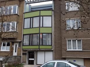 Als we deze woning moeten beschrijven kunnen we alleen maar spreken in superlatieven .<br /> Prachtig gelegen in een rustig straatje op 100 m van het