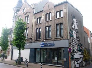 Dit handelspand met ruime woning is gelegen in het centrum van Lier, op 100 meter van de parking Gasthuisvest, wat uw toekomstige klanten zal bekoren.