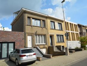 Charmante woning met 2 ruime slaapkamers, garage en stadstuin, gelegen op een boogscheut van het Boekenbergpark, bestaande uit: gelijkvloers: inkomhal