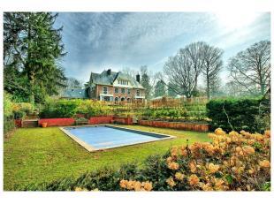 Dans le quartier des 4 Bras prestigieuse résidence de charme sise sur un terrain de +/- 59 ares orienté au sud et planté de beaux