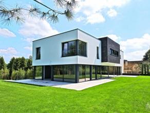 Dans le quartier résidentiel très recherché du Faubourgs dans un environnement de verdure magnifique villa style contemporain 201