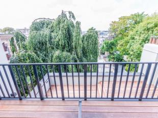 A proximité de la Place Stéphanie, dans un immeuble entièrement rénové, magnifique duplex Penthouse de +/- 200 m&su