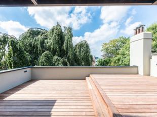 A proximité de la Place Stéphanie, dans un immeuble entièrement rénové, magnifique duplex de +/- 120 m² entier