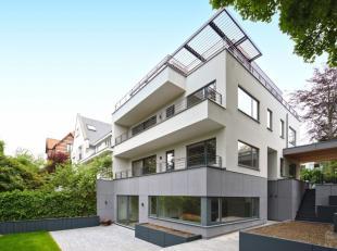 Superbe maison 3 façades de +/- 250 m² dans une rue calme à proximité du noyau commercial du Vert Chasseur composé d'