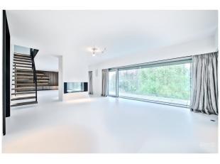 Quartier Chatelain, magnifique penthouse entièrement rénové de +/- 280 m² en duplex dans une nouvelle construction Marc Corb