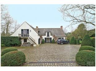 Dans le beau quartier résidentiel d'Hoogvorst, ravissante villa de l'architecte Keuter avec finitions de qualité. Grand jardin et entr&e