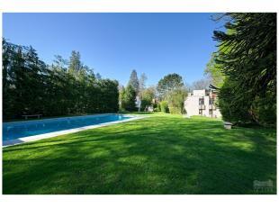 """Dans le complexe """"Les Vertes Résidences"""", magnifique appartement dans une petite résidence jouissant d'un splendide parc doté d'u"""