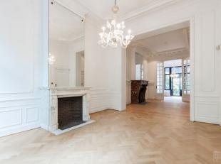 A proximité de la Place Brugmann, sur la prestigieuse avenue Molière, à la limite d'Ixelles, magnifique maison de maître 19