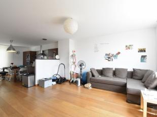 A proximité direct du Sablon & du Mont des Arts, bel appartement moderne de +/- 70 m². Il se compose d'un hall d'entrée avec ve