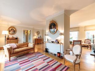 A proximité de la rue de lAbbaye et de l'avenue Louise, superbe duplex penthouse +/- 210m² + terrasse 100 m2 avec vue panoramique situ&eac