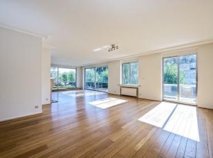 A proximité du Bois de la Cambre très bel appartement  dans une petite résidence de grande classe conçue par l'architecte