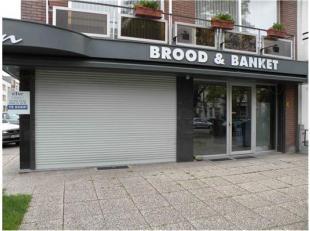 op de hoek met Ter Rivierenlaan, straten rondom met hoofdzakelijk appartementen zeer commercieel gelegen hoekpand in mooie buurt - winkel/commercieel