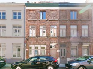 Brugse stadswoning met 4 slaapkamers.<br /> De woning is gelegen in de Beenhouwersstraat, een éénrichtingstraat die begint op de Wulfhag