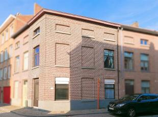 Te renoveren woning met 3 slaapkamers en koer.<br /> STARTPRIJS: Elk bod boven deze startprijs wordt voorgelegd aan de eigenaars, die al dan niet kunn