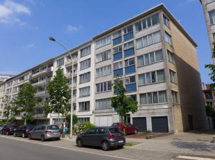 Residentie Breughel (2de verd. + lift).  Ruim 3 slaapkamer appartement met zonnig terras achteraan en garagebox op het gelijkvloers. Kwalitatief gebou