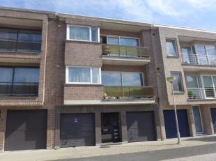 Opbrengstgebouw te koop bestaande uit 3 verhuurde appartementen en 2 verhuurde garageboxen.  Mooie huuropbrengst met bijkomend potentieel. Gelijkvloer