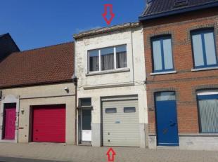 Weldra te koop: te renoveren ééngezinswoning bestaande uit gelijkvloers: ruime en diepe garage, hal, living, ingerichte keuken en badkam