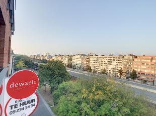 Cet appartement de 2 chambres est situé à Saint-Lievenslaan, à Gand. L'un des atouts majeurs est la facilité d'accè