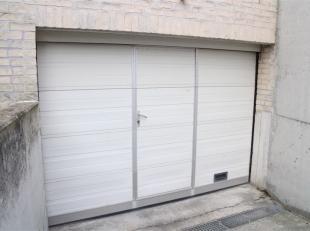 Deze ruime garagebox is gelegen langs de achterzijde van Residentie Astoria te Oostende/Raversijde. <br /> Pluspunten: <br /> - Ideale ligging <br />