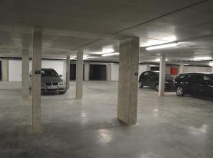 Ondergronse autostaanplaats te huur aan de Westkaai te Ieper. De autostaanplaats is onmiddellijk vrij! De ondergrondse parking is afgesloten met een a