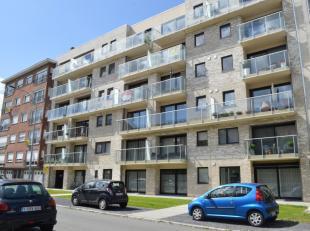 Recent appartement met 2 slaapkamers, garagebox en zonnig terras te huur in het centrum van Ieper. Lift aanwezig. Gunstig in verbruik. Het appartement