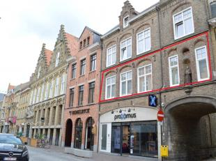 Zeer centraal gelegen appartement in het centrum van Ieper tussen de Grote Markt en de Menenpoort. Onmiddellijk vrij en instapklaar. Geen lift aanwezi